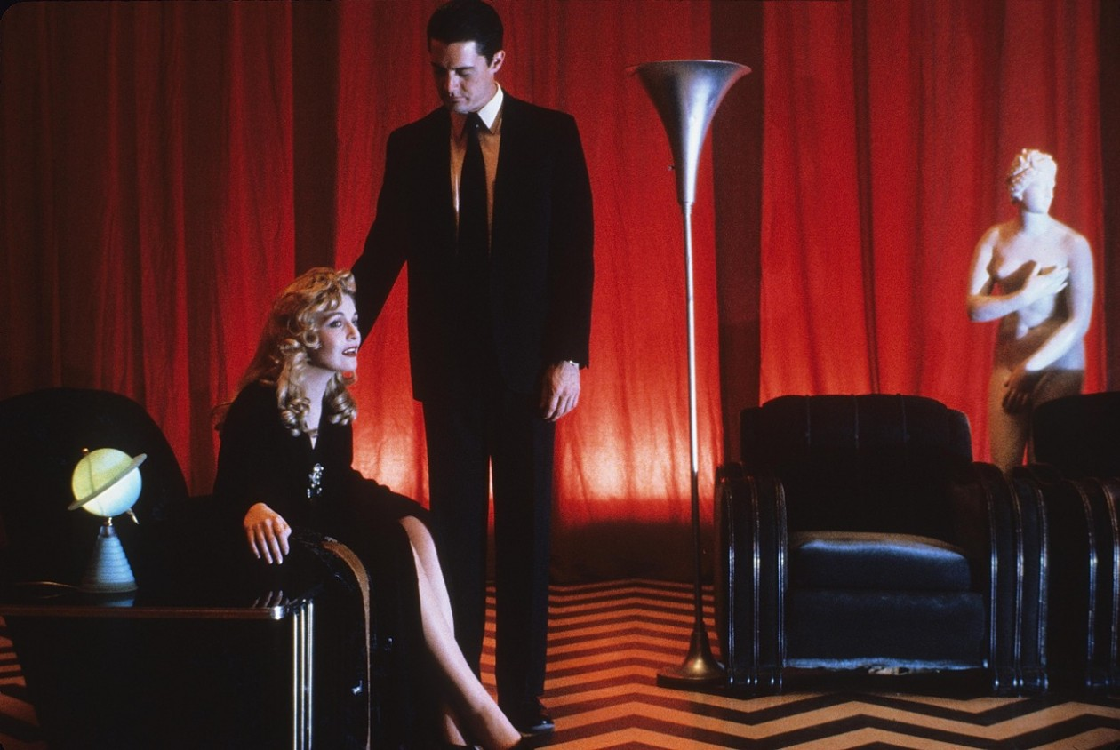 Twin Peaks - Fire Walk With Me (1992) | Pers: Sheryl Lee, Kyle Maclachlan, David Lynch, Kyle Maclachlan | Dir: David Lynch | Ref: TWI023AA | Photo Credit: [ The Kobal Collection / Lynch-Frost/Ciby 2000 ]
