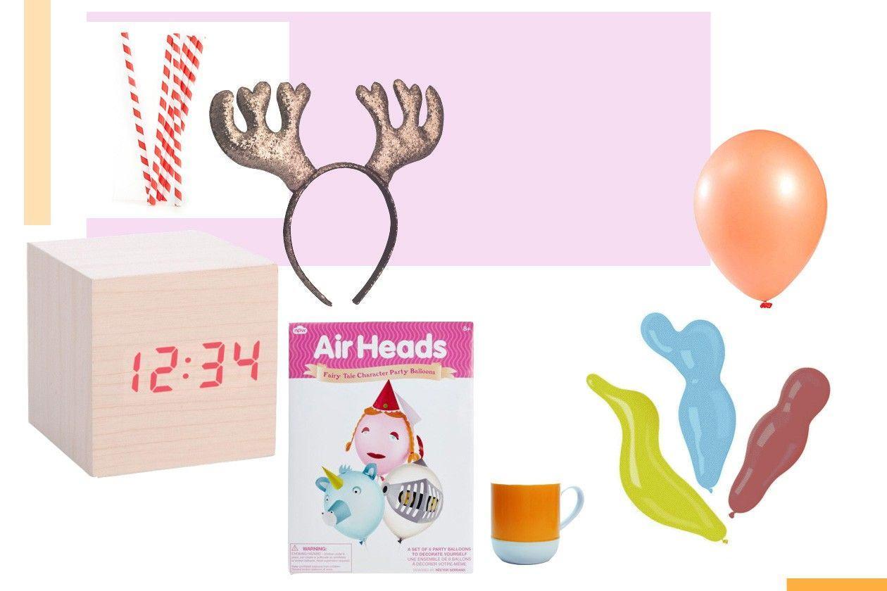 cevčice: KIKKERLAND, rogovi: H&M, sat, šolja, air heads: KLIKER GIFT SHOP, baloni: IDEA