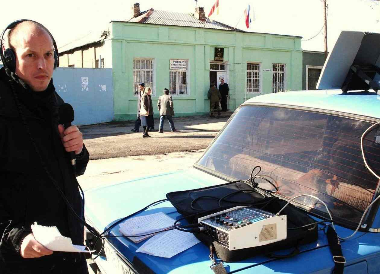 Matthew Collin broadcasting for the BBC from Tskhinvali, South Ossetia, 2006
